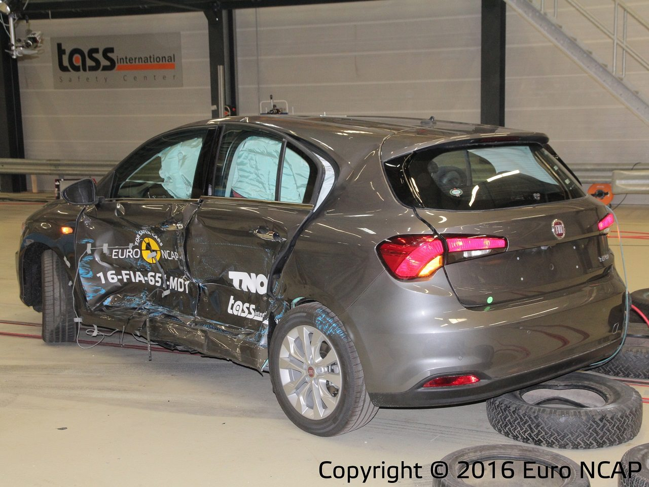 פיאט טיפו 2016 מבחן ריסוק EuroNCAP - 0054