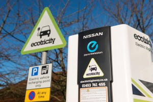 newspress_nissan_electric_charge-point