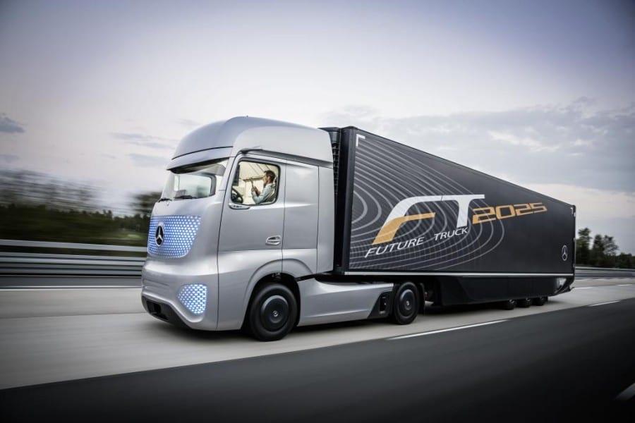 מרצדס משאית העתיד 2025 בנסיעה