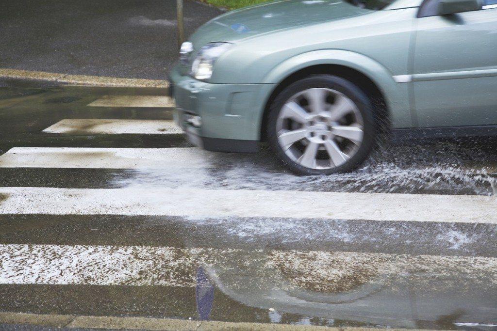 גשם ראשון: מדריך מקוצר לנהיגה נכונה על כביש רטוב